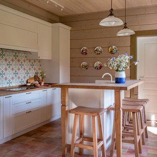 На фото: кухня в стиле кантри с