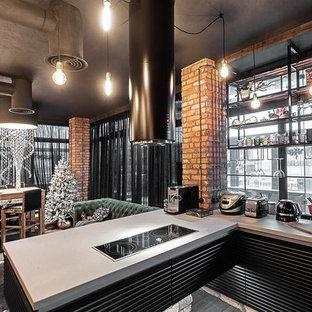 Стильный дизайн: п-образная кухня-гостиная в стиле лофт с черными фасадами и полуостровом - последний тренд