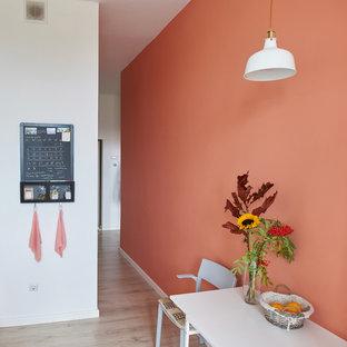 Inspiration pour une petite cuisine linéaire nordique fermée avec un évier posé, un placard avec porte à panneau surélevé, des portes de placard blanches, une crédence blanche, une crédence en carrelage métro, un électroménager noir et aucun îlot.