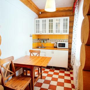 Ispirazione per una piccola cucina moderna con lavello da incasso, ante di vetro, ante bianche, paraspruzzi arancione, paraspruzzi con piastrelle in ceramica, pavimento con piastrelle in ceramica e top arancione