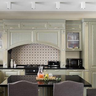 Удачное сочетание для дизайна помещения: кухня в классическом стиле с бежевым фартуком - самое интересное для вас