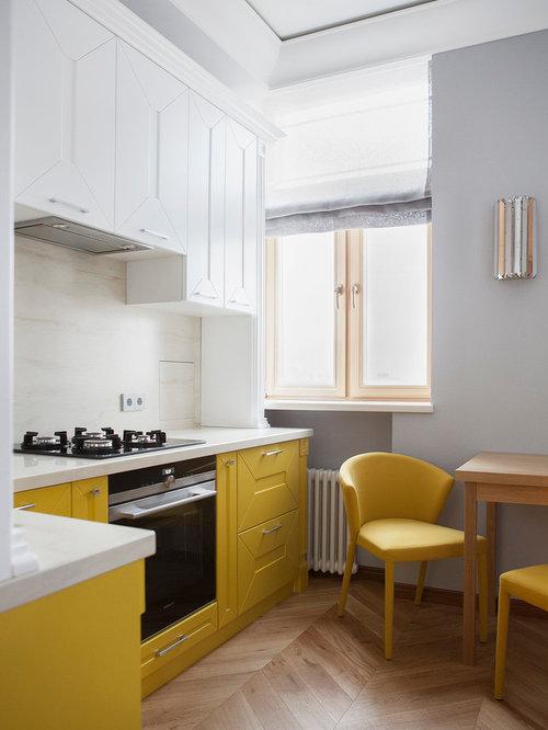cuisine ferm e avec des portes de placard jaunes photos et id es d co de cuisines. Black Bedroom Furniture Sets. Home Design Ideas