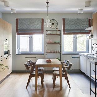 Свежая идея для дизайна: параллельная кухня в скандинавском стиле - отличное фото интерьера