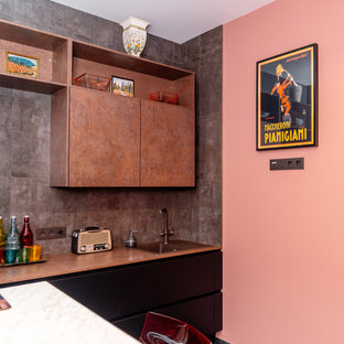 Modelo de cocina en U, industrial, pequeña, cerrada, sin isla, con armarios con paneles lisos, puertas de armario negras, salpicadero verde y salpicadero de azulejos de porcelana