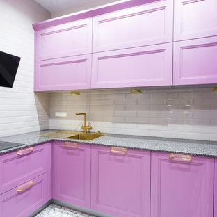 На фото: маленькая отдельная, п-образная кухня в современном стиле с фасадами с утопленной филенкой, фиолетовыми фасадами, гранитной столешницей, белым фартуком, фартуком из плитки кабанчик, черной техникой, серым полом и накладной раковиной без острова с