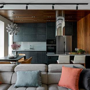 Пример оригинального дизайна: линейная кухня среднего размера в современном стиле с обеденным столом, врезной раковиной, плоскими фасадами, черными фасадами, столешницей из кварцевого композита, серым фартуком, фартуком из керамогранитной плитки, цветной техникой, полом из керамогранита, островом, серым полом и серой столешницей