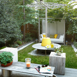 Inspiration for a small contemporary backyard landscaping in New York.