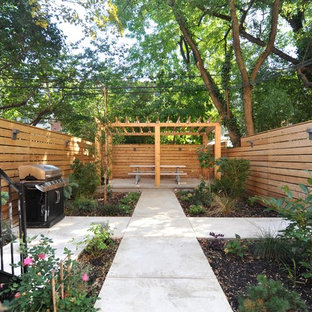 Inspiration for a mid-sized transitional backyard landscaping in New York.