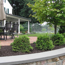 Traditional Landscape by The Outdoor Room, LLC
