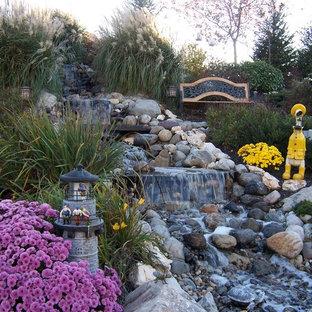Idéer för att renovera en vintage bakgård, med en fontän