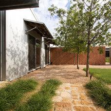 Modern Landscape by Richard Wintersole Architect