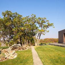 Modern Landscape by WEST ELEVATION ARCHITECTS INC