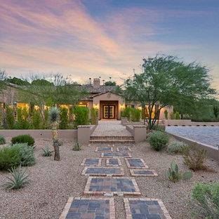 Photo of a mediterranean drought-tolerant and full sun front yard gravel garden path in Phoenix.