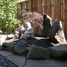 Eclectic Landscape by Design Vessel Construction LLC
