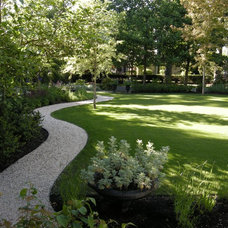 Traditional Landscape by THOMAS KYLE:  Landscape Designer