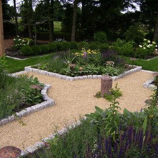 Immagine di un giardino country dietro casa con ghiaia