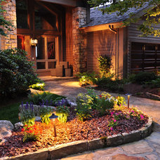 Traditional Landscape by J'Nell Bryson Landscape Architecture