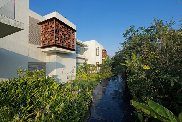 Contemporary Garden by Hiren Patel Architects