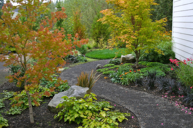 Traditional Landscape by Visionscapes NW Landscape Design