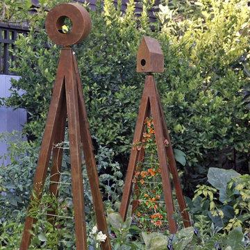 Akoris Garden Tuteur with Bird Feeder and Bird House edible garden