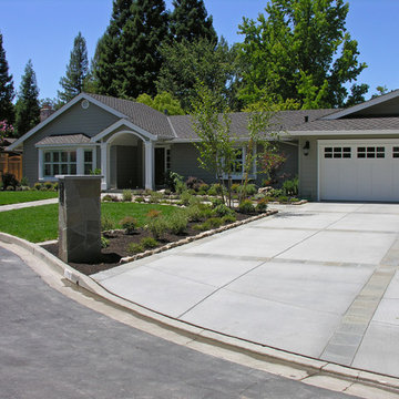 Alamo Traditional Modern Front Yard with Flagstone Pathways