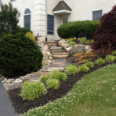 Traditional Landscape by Landscaping By Gaffney, Inc.