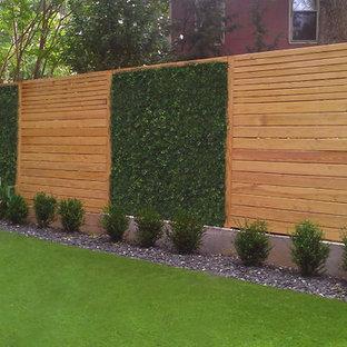 Idée de décoration pour un petit jardin à la française arrière minimaliste avec un point d'eau et une exposition ombragée.