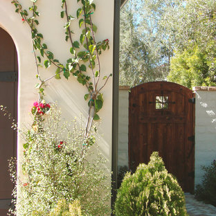 Design ideas for a traditional side yard landscaping in Los Angeles. & Side Yard Gate | Houzz