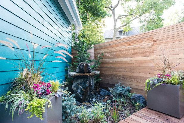 Современный Сад by Lotus Gardenscapes & Bloom Garden Center