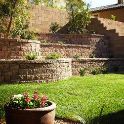 Las vegas retaining walls landscape design ideas pictures for Las vegas stone yards