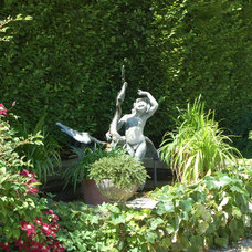 Traditional Landscape by Paul Maue Associates Landscape Architects