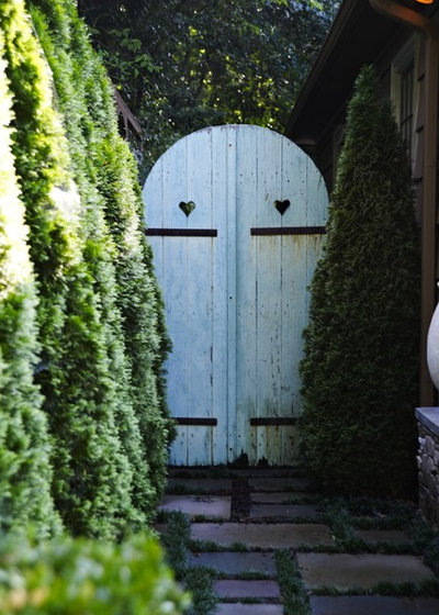 Traditional Garden by Troy Rhone Garden Design