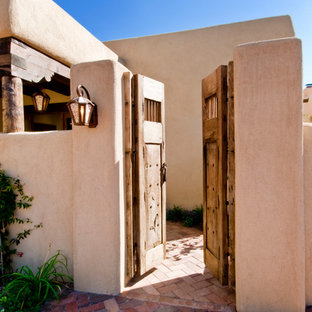 Inspiration for a mid-sized southwestern landscaping in Albuquerque.