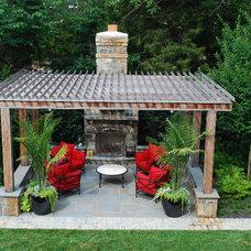 Traditional Landscape by Botanical Decorators