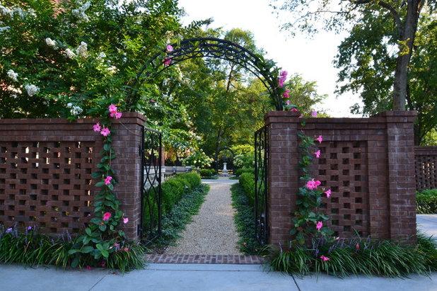 American Traditional Garden by Stride Studios