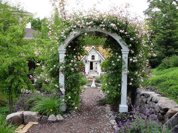 Klassisch Garten By B. Gordon Builders, Inc.
