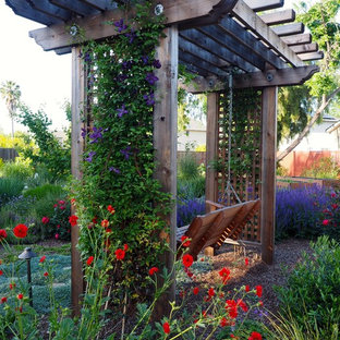 Ejemplo de jardín francés, clásico, con jardín de macetas