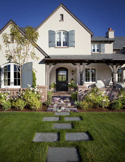 Traditional Landscape by Matthew Thomas Architecture, LLC