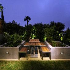 Modern Landscape by Scott Bunney Architect