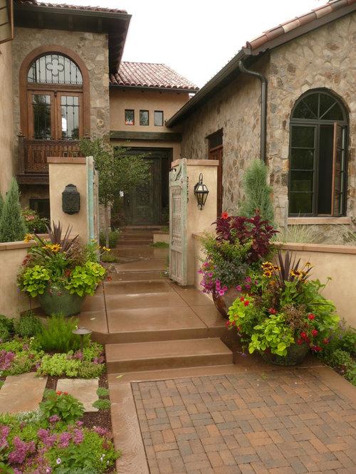 Foto e idee per giardini giardino mediterraneo con un - Giardino mediterraneo ...