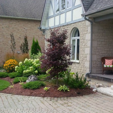 Contemporary  by Wright Landscape Services Inc
