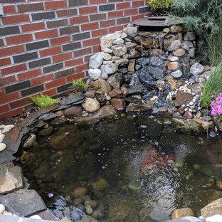 Modelo de jardín clásico, de tamaño medio, con estanque