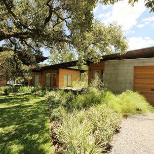 Foto di un giardino formale design esposto in pieno sole di medie dimensioni e dietro casa in estate con un ingresso o sentiero e ghiaia