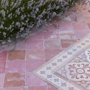 Esempio di un giardino mediterraneo dietro casa