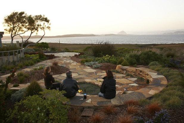 Beach Style Garden by Jeffrey Gordon Smith Landscape Architecture