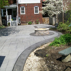 Traditional Landscape by T & H Foundations and Concrete Services