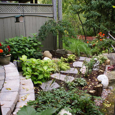 Traditional Landscape by Green Roots Landscaping Inc