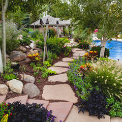traditional landscape by Sun Valley Landscaping