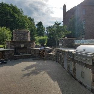 Geräumiger Rustikaler Garten hinter dem Haus mit Kamin und direkter Sonneneinstrahlung in Sonstige