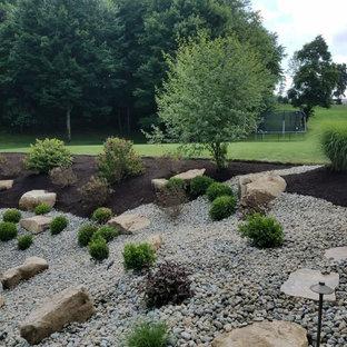 Geräumiger Uriger Garten hinter dem Haus mit Kamin und direkter Sonneneinstrahlung in Sonstige